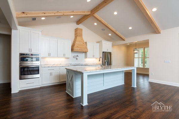 farmhouse-chic-kitchen-with-ceiling-beams.jpg