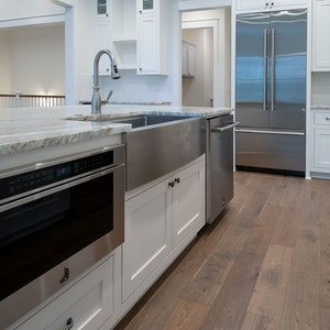 Modern Craftsman Luxury Kitchen Island (Fantasy Brown quartzite countertop) With Stainless Steel Appliances Farm Sink And Microwave Drawer 1