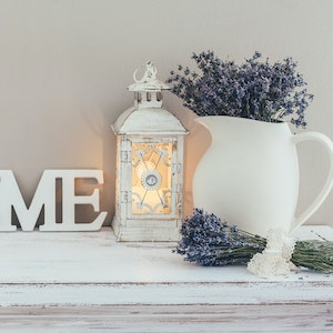 farmhouse-chic-style-decorations-on-mantel.jpg