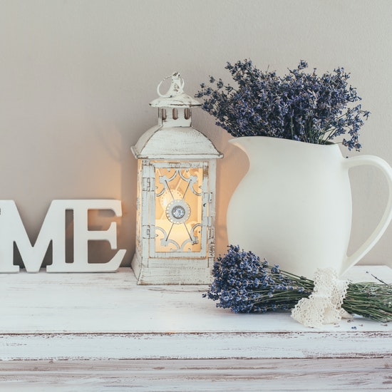 farmhouse-chic-style-decorations-on-mantel.jpg
