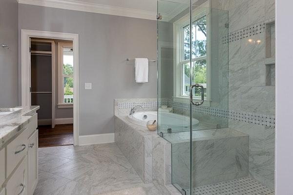 Master bathroom with Viatera Clarino quartz countertops